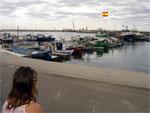яхты и катера на пирсе в порту Камбрилс